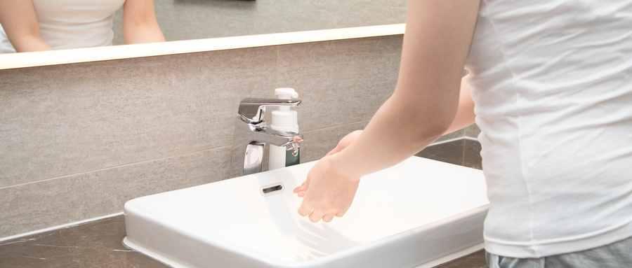 公司午休上厕所时突发疾病死亡算不算工伤