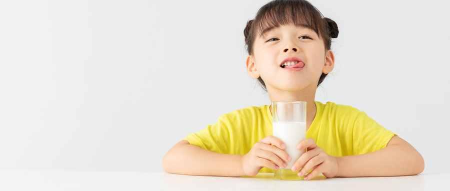 喝牛奶加白糖好不好